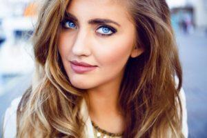 Makijaż do niebieskich oczu – co powinniśmy o nim wiedzieć?
