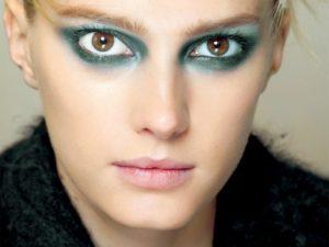 Jak zrobić w pięć minut makijaż do zielonych oczu?