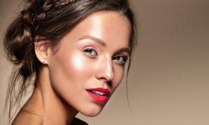 Jaki zrobić makijaż do czerwonych ust?
