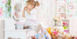 Toaletka dla dzieci/dziewczynki – niezbędny element w pokoju małej damy