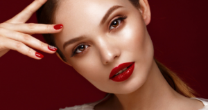 Makijaż z czerwonymi ustami to absolutny hit
