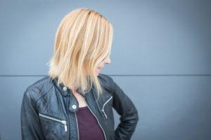 Keratynowe prostowanie włosów opinia – czy warto się skusić?
